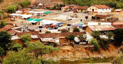 El comercio en los pueblos de la frontera ecuador per for Muralla entre mexico y guatemala