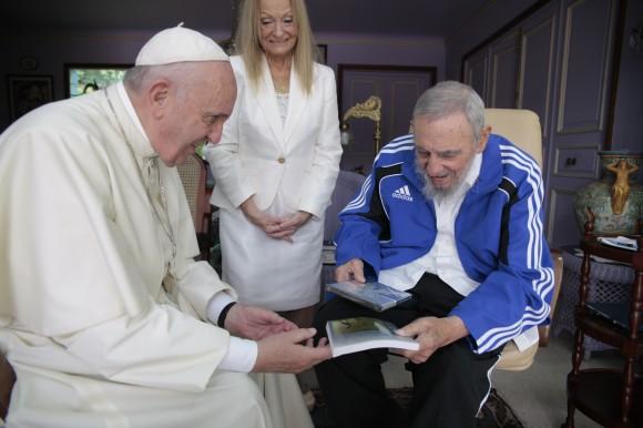 Fidel-y-el-Papa-Francisco-580x386