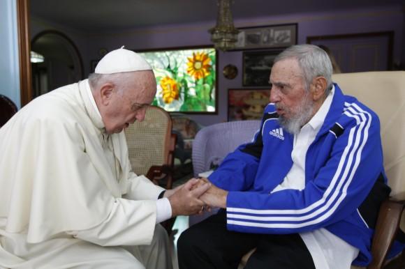 Fidel-y-el-Papa-Saludo-final-580x386