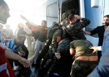 turquia-golpe-soldados