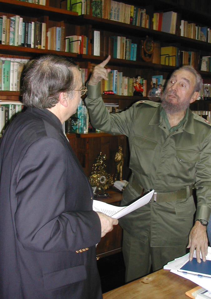 Fidel y Ramonet en el despcho del Comandante en Palacio de la Revolución. Foto: Archivo del autor