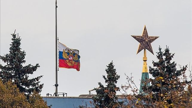 bandera-rusa-a-media-asta