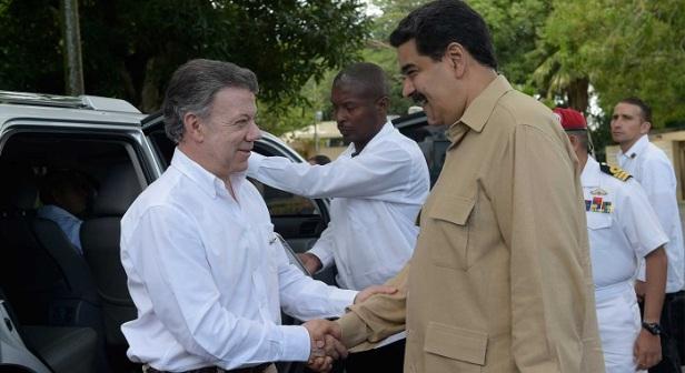 Los Presidentes de Colombia y Venezuela, Juan Manuel Santos y Nicolás Maduro, intercambian saludos en Puerto Ordaz, donde los Mandatarios dialogarán sobre la posibilidad de reabrir la frontera binacional.