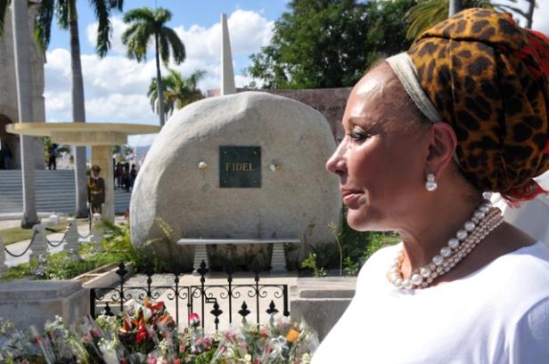 rinde_homenaje_piedad_cordoba_ruiz__marti_y_fidel_santiago_de_cuba__c_q